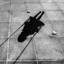 child portrait storytelling photography family documentary Photojournalism familydocumentary gyerekfotózás gyerekfotós gyerek fotó történetmesélő dokumentarista családfotós családfotózás család fotózás portré ditl boncsér orsolya szuzi naplopók arnyék shadow