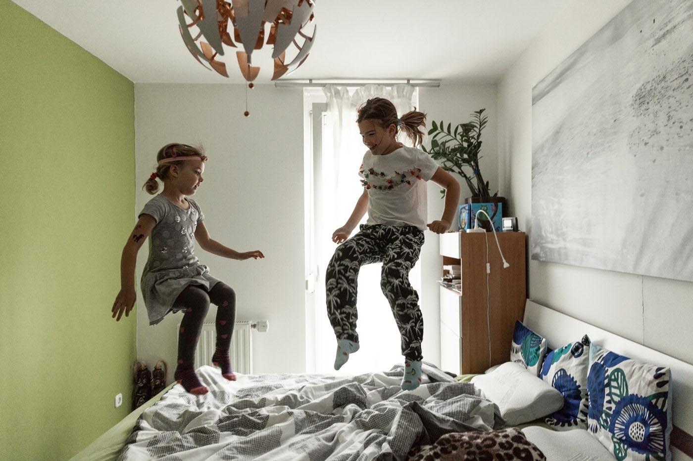 történetmeséló dokumentarista családfotózás gyerekfotózás család gyerek fotózás fotós boncsér orsolya szuzi és a naplopók storytelling familydocumentary